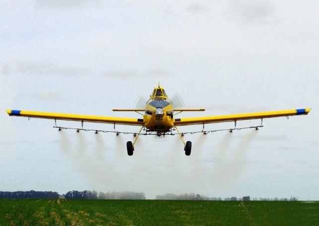 La ley Bertero propone reducir también la distancia mínima a los poblados para aplicaciones aéreas.
