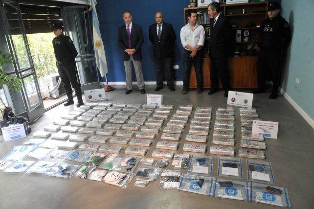 El último 1º de abril la Policía Federal exhibió la droga y otros elementos incautados a la banda.