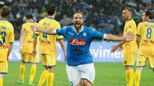 Higuaín rompió el récord de goles en el fútbol italiano.
