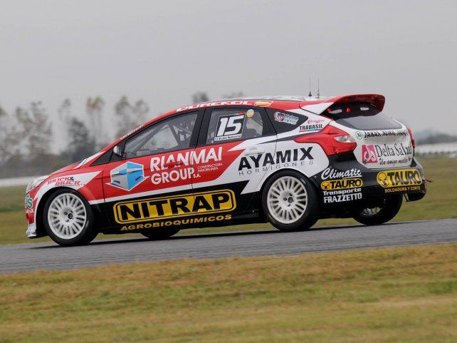 A fondo. El Focus del Saturni Racing fue 3º en la clasificación en La Plata.