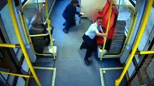 El conductor de un tren evitó una tragedia avisando a los pasajeros de un inminente choque.