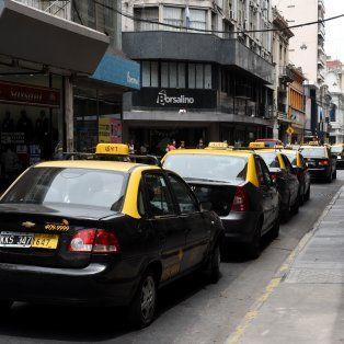 Los taxistas lamentan la muerte del chofer y piden respuestas.