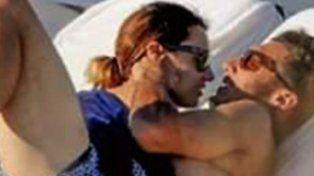Pampita y Pico Mónaco muy románticos y a los besos en las playas de Ibiza