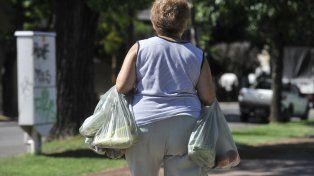 El Concejo revisa la ordenanza que restringe las bolsitas y estudia aumentar el Drei a los supermercados
