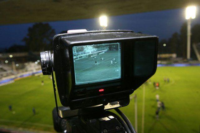 Cambia. Los aires nuevos que soplan en Argentina también llegan al fútbol. La Tv pasará del manejo público al privado.