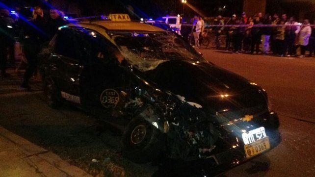 El taxi que manejaba Moreyra recibió el impacto de lleno.