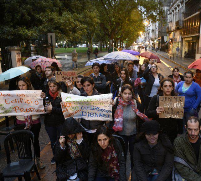 Los estudiantes del Olga Cossettini reclaman mejores condiciones edilicias.