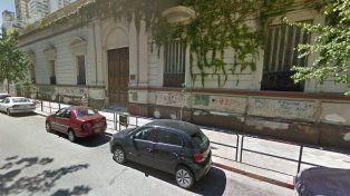 Frente de la Escuela Técnica N°468 de 1° de Mayo 1059.