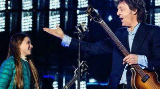 Paul McCartney junto a Leila anoche en el estadio de La Plata.