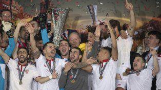 El alocado festejo de Sevilla tras conseguir un nuevo título.