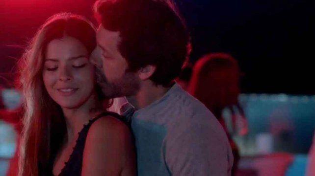 El amor que traspasó la pantalla. Las escenas hot de El hilo rojo tomaron otra relevancia al confirmarse la relación entre Vicuña y Suárez.