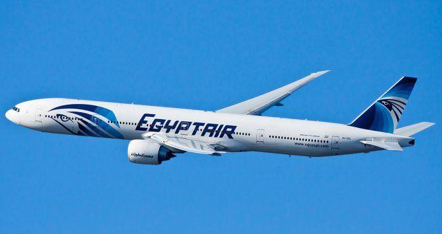 El avión que movilizaba 69 personas desapareció de los radares.