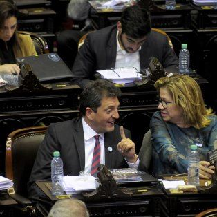 Los diputados Massa y Camaño, del Frente Renovador, en la sesión de esta madrugada.