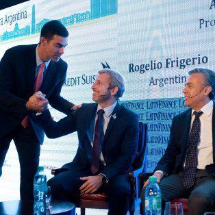 El ministro del Interior, Rogelio Frigerio,junto al gobernador de Salta, Juan Manuel Urtubey, y su par de Mendoza, Alfredo Cornejo.