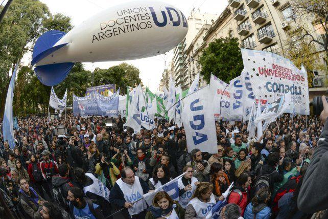 Los gremios mayoritarios nacionales aceptaron la propuesta salarial del gobierno.