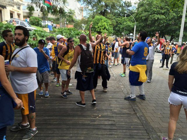 Los hinchas de Central en Medellín