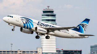 No descartan ninguna hipótesis acerca de lo ocurrido con el avión de Egyptair que desapareció con 66 pasajeros a bordo.