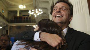 Con risas y abrazos terminó la escena entre Victoria Donda y Sergio Massa en el Congreso.