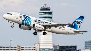 Vidas truncadas. La aeronave de la compañía egipcia llevaba 66 personas a bordo cuando se precipitó al mar.