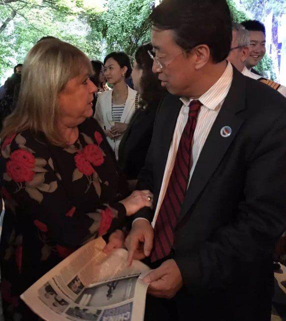 La canciller Malcorra se reunió con Larry Lee (CEO China Daily América) durante una recepción ofrecida esta semana por la embajada argentina en Beijing.