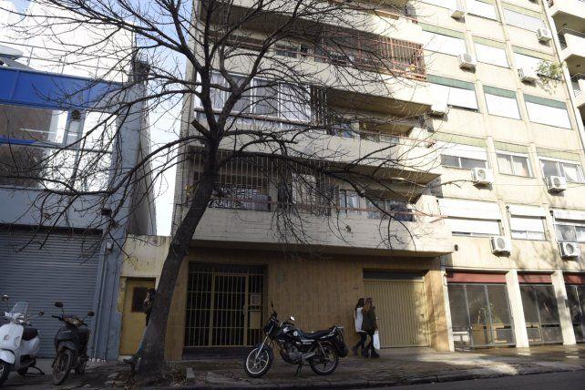 El edificio donde se produjo el violento asalto ayer a la tarde.
