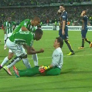 Orlando Berrío grita el gol en la cara de Sosa.