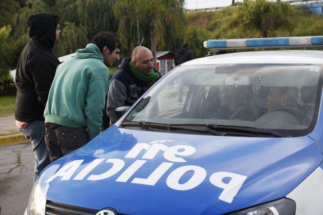Familiares y compañeros del remisero baleado en Villa Gobernador Gálvez cortaron en Ayacucho y Circunvalación en reclamo de más seguridad.