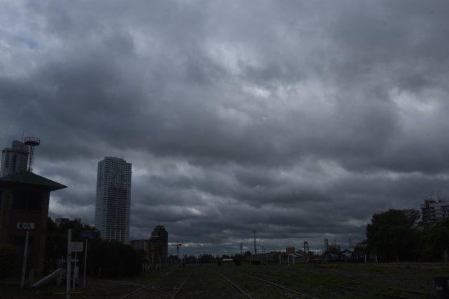 El cielo permanecerá nublado todo el día y por la tarde-noche se esperan lluvias aisladas.