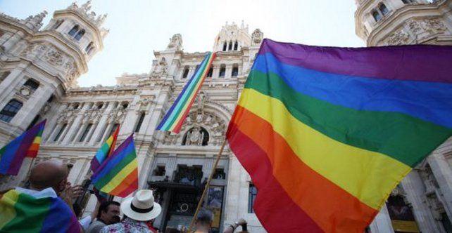 La Iglesia Nacional de Escocia permitirá el matrimonio entre pastores del mismo sexo. (