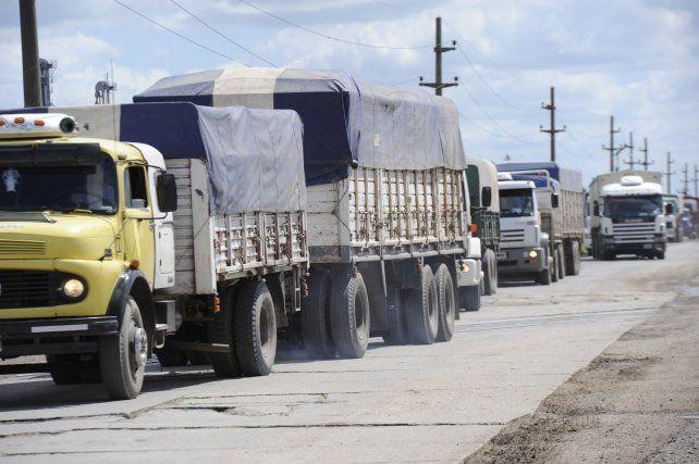 El deterioro de la ruta y la necesidad de reconstruirla eran un largo reclamo de la comuna de Timbúes.