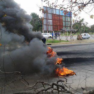Una Toyota Hilux embistió a un manifestante en uno de los piquetes.