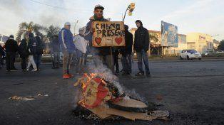 Las protestas por el asesinato del remisero causaron conmoción en Villa Gobernador Gálvez.