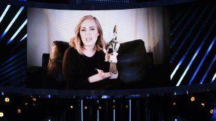 Adele fue reconocida como la mejor artista del año