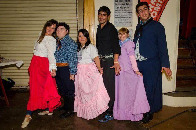 Logro. Los alumnos del taller de baile del centro terapéutico Tramas que esta noche cumplirán su sueño.
