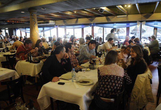 Los empresarios gastronómicos y hoteleros expresaron sus quejas por la competencia desleal.