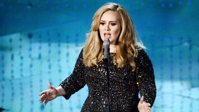 Adele fue la cantante que más discos vendió en 2015 con su álbum 25.