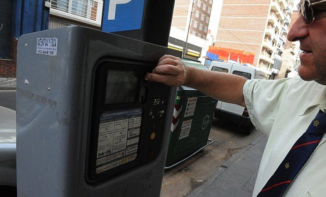 Problemas. La línea 147 recibió el año pasado unas 15 denuncias por día hábil en relación con el funcionamiento del estacionamiento medido.