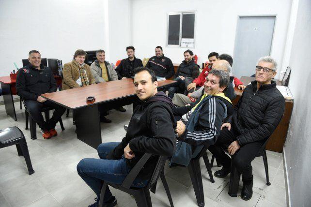 Punto de encuentro. En el club debatieron 5 de las 7 listas. ADN Leproso propuso a Claudio Vivas para dos cargos. Además se fijaron acuerdos mínimos.