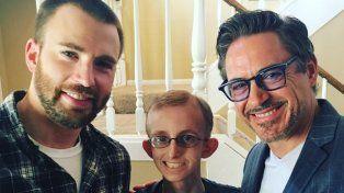 Las estrellas de Los Vengadores le dieron una sorpresa a un fan que lucha contra la leucemia.