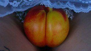 La artista plástica Stephanie Sarley fue censurada en Instagram por el contenido erótico de sus fotos de furtas.