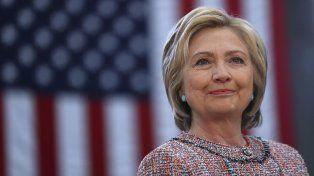Para subsanar esa falla en observar las normas Clinton debió haber preservado todos los documentos creados y recibidos en su cuenta personal