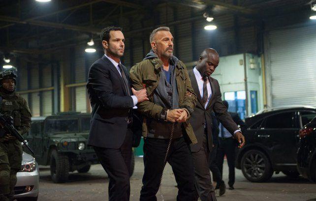 Reto. Costner interpreta a Steward