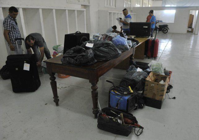 De todo. La mercadería confiscada en allanamientos del 2 de marzo pasado.