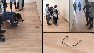 Los turistas se acercaban a ver los lentes como si fuera una verdadera obra de arte.