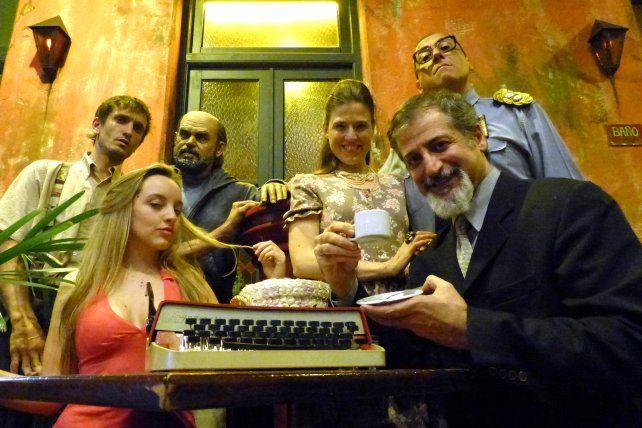 equipo. El elenco dirigido por Fabián Fiori (derecha)