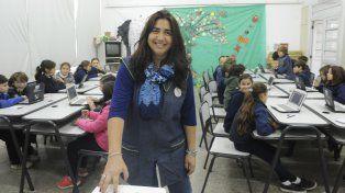 Analía defiende su oficio de educadora frente al aula y se resiste a ser un personal disponible del sistema.