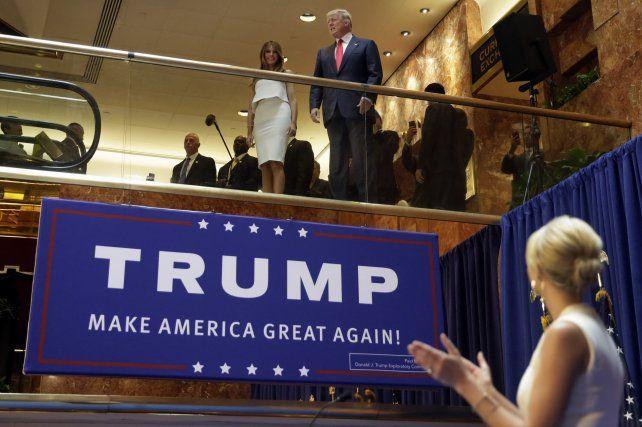 Trump y su esposa Melania ayer en Bismarck
