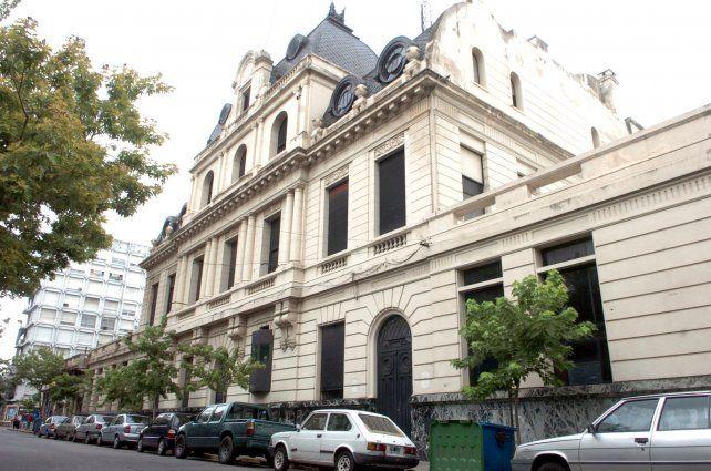 Impactante. El palacio que domina Sarmiento entre 3 de Febrero y 9 de Julio y que estuvo cerca de convertirse en sede de la Afip.