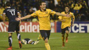Brillantes. Lo Celso grita su gol ante Vélez y Cervi corre a abrazarlo. Poco tiempo juntos.