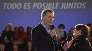 El presidente Macri habló con los jubilados en un centro de la tercera edad en San Cristobal.